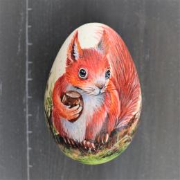 Eichhörnchen  mit Haselnuss Bild